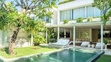 Wonderful 3 bedroom beach side villa in Seminyak – Monthly and yearly rental
