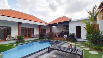 Brand New, 3 bedroom Villa Near Nelayan Beach.