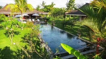 Authentic 5 bedrooms on 3.000-sqm of land in Umalas