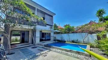 3 bedroom Beach side villa in Sanur for yearly rental