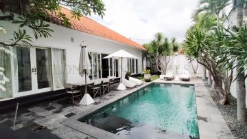 3 bedroom villa for yearly rental in Batu Belig area