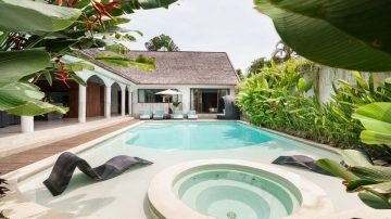PRIVATE 5 BEDROOM VILLA IN PRIME AREA